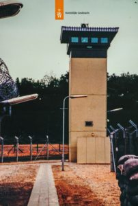 Archieffoto van de Amerikaanse basis met toren in bedrijf